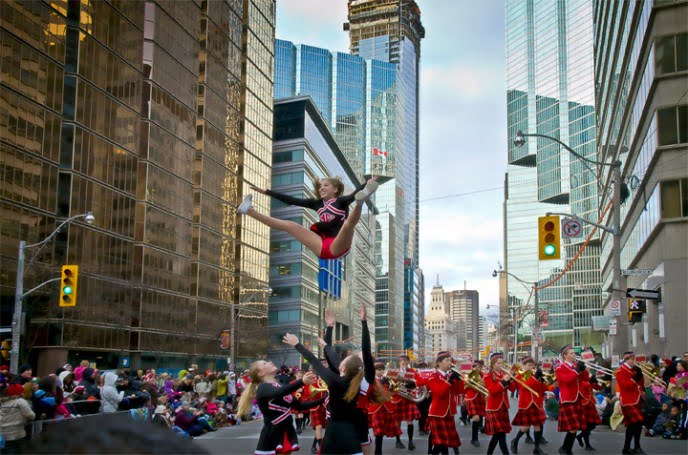 cheerleader-santa-claus-parade-toronto