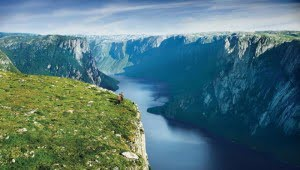 gros-morne-national-park-newfoundland-fjord