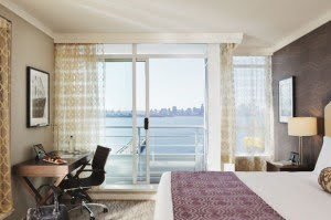Pinnacle-hotel-at-the-pier-room-north-vancouver