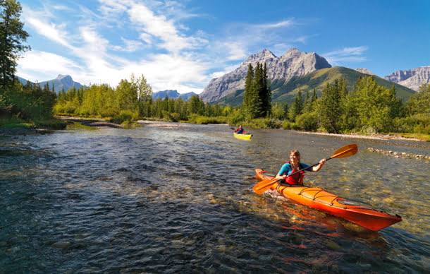 kayaking-bow-river-alberta