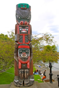 totem-pole-victoria-inner-harbour