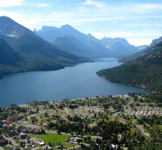 bears-hump-trail-waterton-lakes-national-park