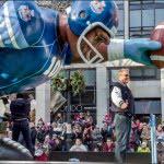santa-claus-parade-100th-grey-cup-float-don-moen