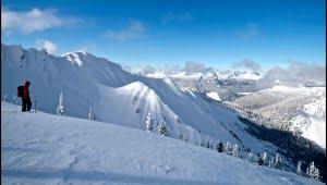 Heli skiing in Revelstock. (Katie Marti/Vacay.ca)