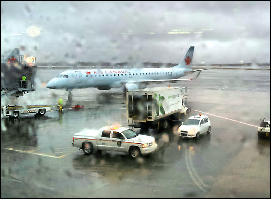 Being stuck on the tarmac is the last thing passengers want and proposed legislation will see an increase in compensation for lengthy delays. (Julia Pelish/Vacay.ca)