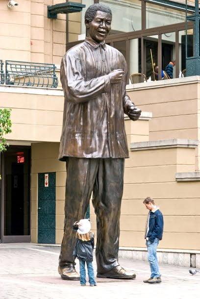 nelson-mandela-statue-in-johannesburg-sandton