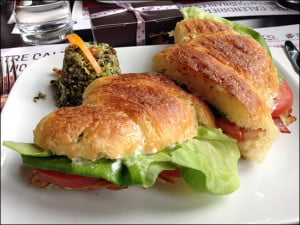 turkey-club-sandwich-bistro-chocomotive-quebec