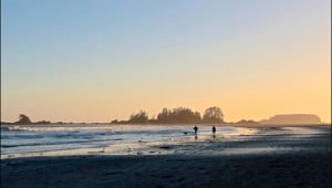 Walking the beach in Tofino. (Katie Marti/Vacay.ca)