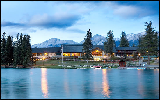 Christmas comes early in jasper for Decore hotel jasper