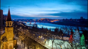 Dawn breaks along the Southern Saskatchewan River that runs through the  city Saskatoon. (Julia Pelish/Vacay.ca)