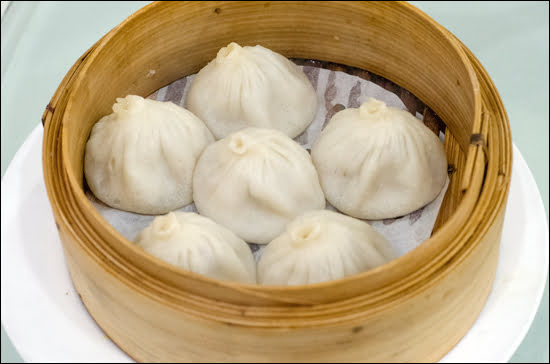 Shanghai dumplings at Suhang Restaurant in Richmond, BC. (Julia Pelish/Vacay.ca)