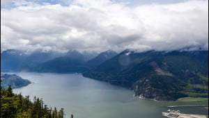 The sweeping view of the Howe Sound seen from the The Chief Overlook Viewing Platform. (Julia Pelish/Vacay.ca)