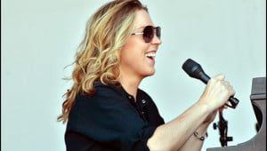 Diana Krall is all smiles as she warms up for her first Montreal Jazz Festival outdoor performance with a dress rehearsal on a sweltering afternoon. (Adrian Brijbassi/Vacay.ca)