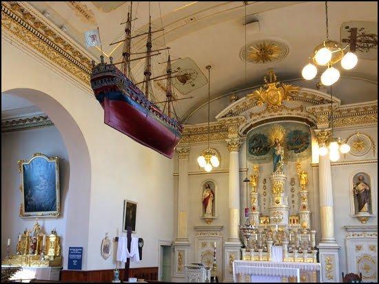 Quebec-City-Notre-Dame-des-Victoires-Church