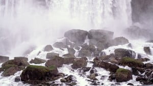 niagara-falls-rocks
