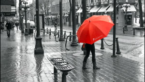 Photographer Josh Krishna transforms a rainy day in Gastown, Vancouver scene into this striking photograph by isolating colour as element in post production. (Josh Krishna/Vacay.ca)