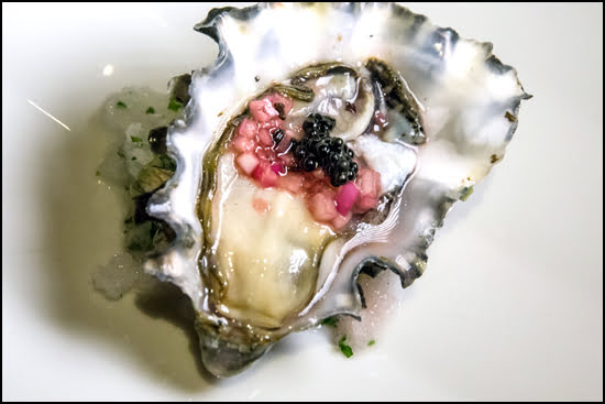 Hudsons-on-First-Duncan-BC-oyster