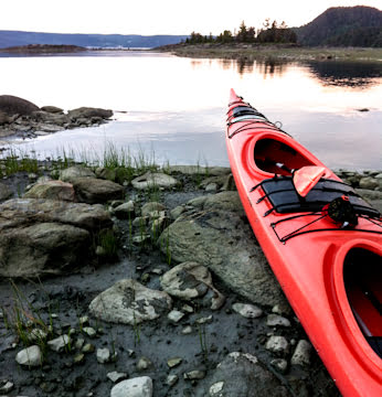saguenay-kayaks-on-shore