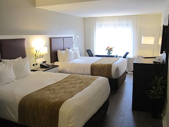 St-James-Hotel-Toronto-bedroom