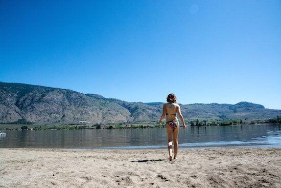 walking-to-beach-osoyoos-bc