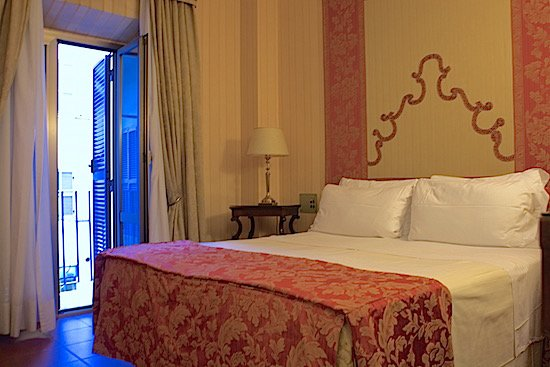hotel-canada-bedroom-open-rome