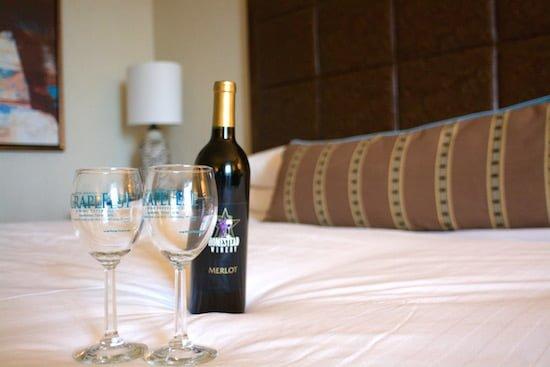 gaylord-texan-bedroom-wine-small