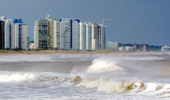 punta-del-este-waves