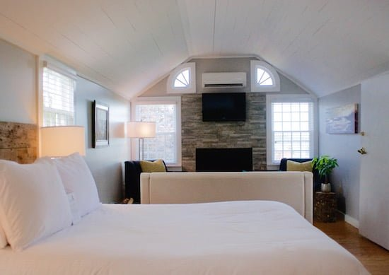 bedroom-inn-at-bay-fortune-pei