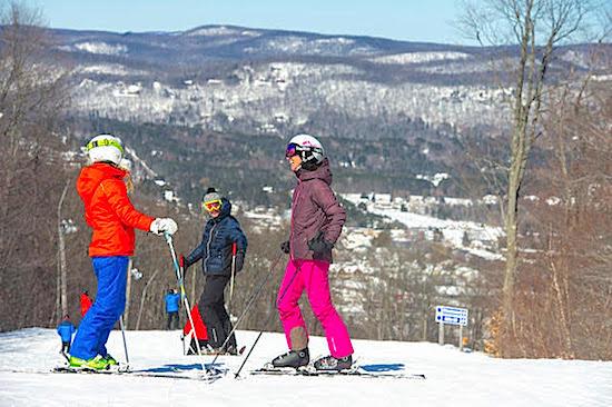 skiers-take-a-break-quebec