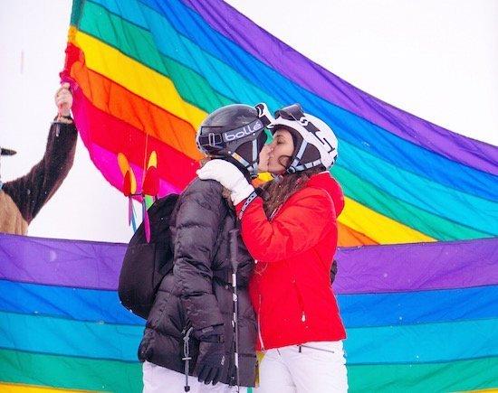 jasper pride 2018-kissing-rainbow-flag