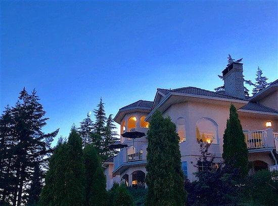 villa-eyrie-night