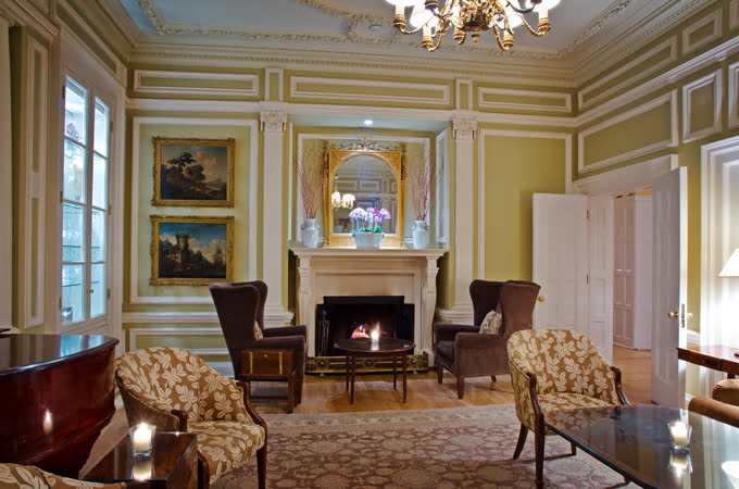 langdon hall sitting room country estate cambridge ontario jonathan gushue restaurant