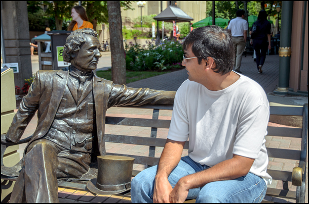 Chatting with Sir John A in Charlottetown, PEI. (Julia Pelish/Vacay.ca)