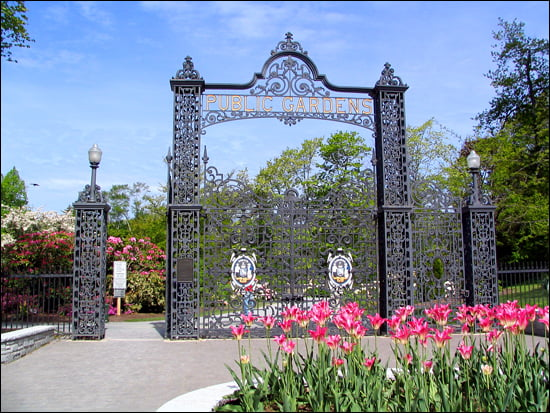 Spring is here, the Halifax Public Gardens gates are open. (John Downie/Vacay.ca)