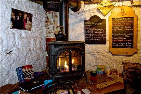 wood-stove-peter-cellars-pub-mono-cliffs-inn