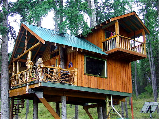 outa-the-woods-treehouse-british-columbia