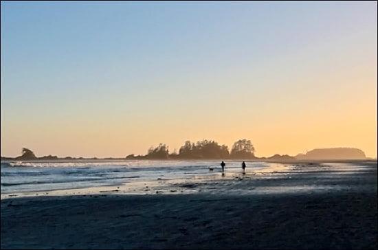 Walking the beach in Tofino. (Katie Marti/Vacay.ca)