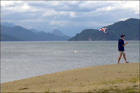 Harrison Lake is a close drive to the city of Vancouver. (Julia Pelish/Vacay.ca)
