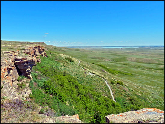 head-smashed-in-buffalo-jump-alberta-cliff