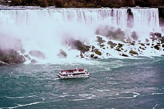 Hornblower Cruises began operating its catamaran sailings in 2014, bringing visitors up close to Niagara Falls. (Vacay.ca photo)