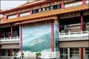 Ling Yen Mountain Temple (Julia Pelish/Vacay.ca)