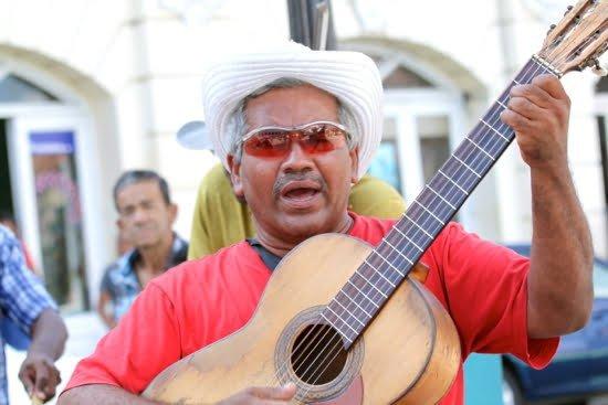 cuba-guitar-player-havana
