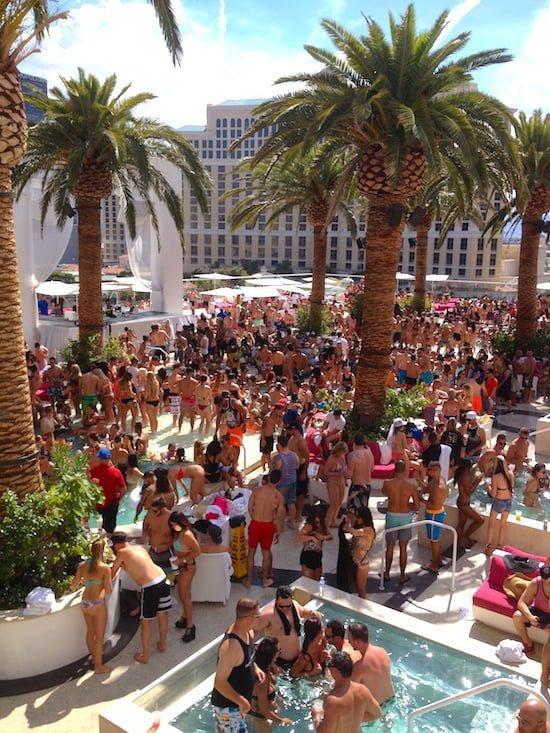 drais-beach-club-scene