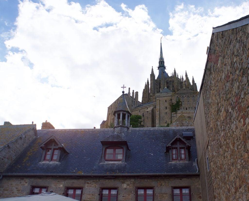 mont-saint-michel-sky