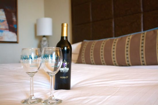 gaylord-texan-bedroom-wine-small