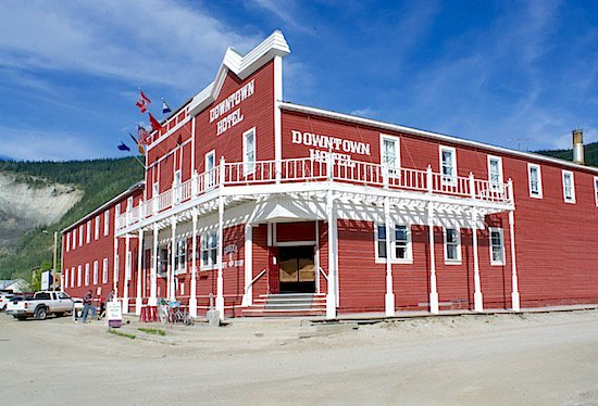 downtown-hotel-dawson-city-yukon