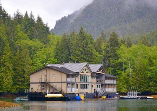 ocean-house-exterior-haida-gwaii