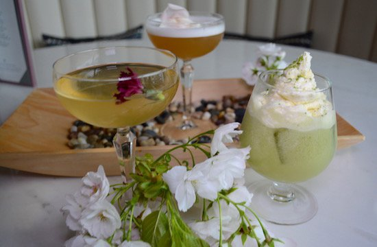 westin-bayshore-h-tasting-lounge-cocktails