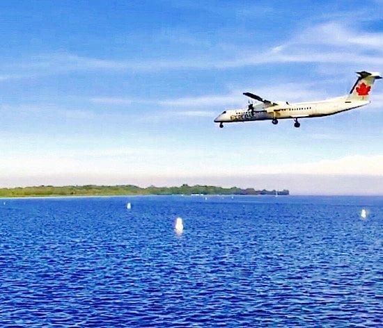 air-canada-express-landing-toronto