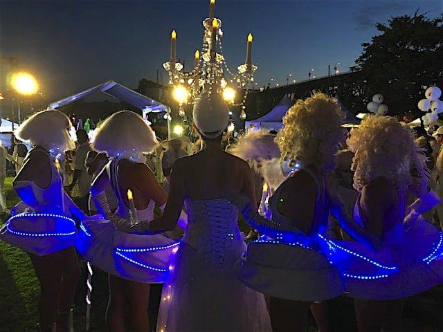 chandelier-hat-diner-en-blanc